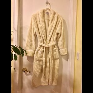 😌 Wanted cream robe 😌